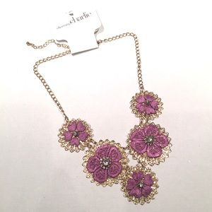 💥5for$25!💥 NWT Lilac Flower and Bling Necklace